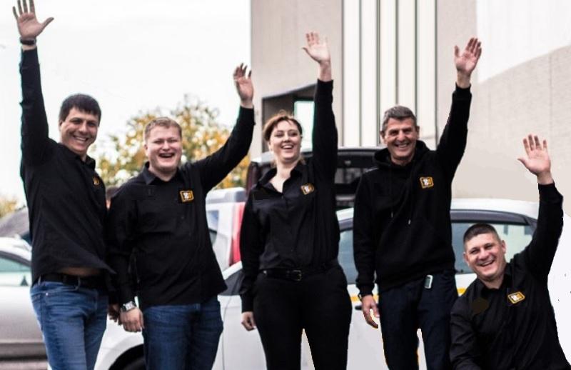 Das Team aus Bosnien-Herzegowina freut sich auf die Ankunft der Fahrschüler