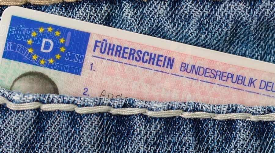 Die Scheckkarten Fahrerlaubnis ist handlich und paßt  gut in die Hosentaschen