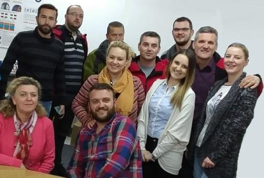 Unser Polnisches Fahrerlehrer-Team ist auf dem Foto zu sehen, Sie sorgen dafür dass unsere Klienten die Prüfung bestehen