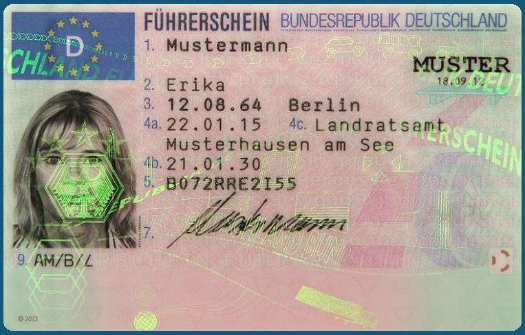 Deutsche Fahrerlaubnis im Scheckkartenformat hat den alten rosa Lappen abgelöst